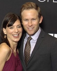 Secret Motherhood!! Entourage's Star Perrey Reeves is Now Mom To A Baby Girl; Secretly Welcomed Her Baby With Husband Aaron Fox