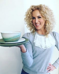 Kimberly Schlapman from the band Little Big Town is also a chef! Know more about her career, cooking, marriage and 2017 adoption