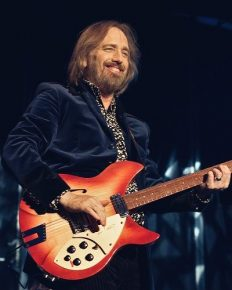 Tom Petty is paid tribute by The Killers at Rock and Roll Hall of Fame. Click to know more about late singer and the event!