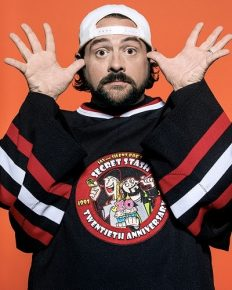 Kevin Smith's shocking weight loss post-massive heart attack! He also takes a vacation to Disneyland!