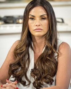 A nightmare for Katie Price in South Africa! Carjacking and risk to her and her kids' life! Details here!