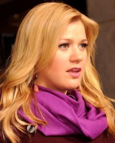 Kelly Clarkson-the most successful American Idol winner and her net worth!
