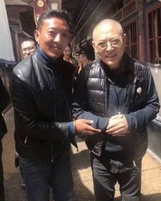 Chinese actor Jet Li in a frail condition as revealed in a recent social media picture with a fan!