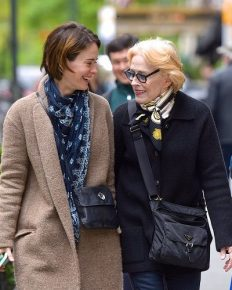 Lesbian affair of 43, Sarah Paulson and 75, Holland Taylor! Opened about their relationship in 2015