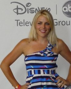 Celebrity surgery! American actress Busy Philipps has undergone a sinus operation!