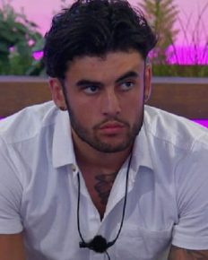Niall Aslam of Love Island leaves the show suddenly for personal and health reasons! Know his last traumatic 48 hours on the show before his exit!