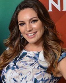 The Controversy! Model British Kelly Brook criticized for her comments on working women!