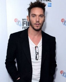 Jonathan Rhys Meyers has mid-air verbal altercation with airlines staff! LAX police detains and releases him!