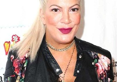 Tori Spelling updates her fans about the nail injury of her son Beau!