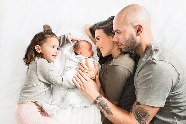 Jana Kramer with her husband and children