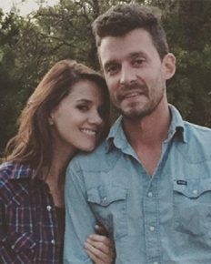 Evan Felker has finalized his divorce with his wife Staci Nelson and moved on to his new love Miranda Lambert!