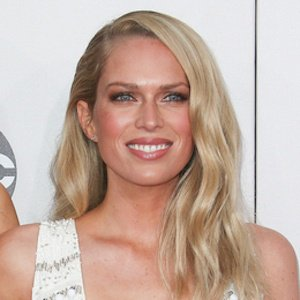 Erin Foster Biography - Affair, Single, Ethnicity, Nationality