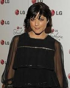 Selma Blair reveals that she is diagnosed with multiple Sclerosis on her social media!