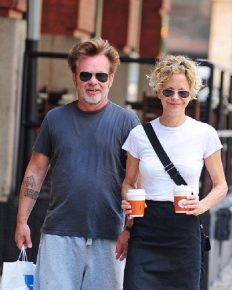 Meg Ryan is engaged! She flaunts her engagement ring in New York City!