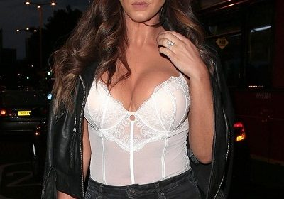 Vicky Pattison is seen without her engagement ring!  Has she split from her fiance John Noble?