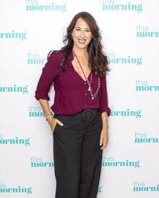Popular for portraying the role of Janice Goralnik in the Friends! Maggie Wheeler has a beautiful life-A journey of perfect married life, active filmography!