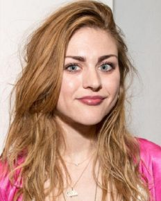 Frances Bean Cobain feels 'guilty'  of inheriting a huge fortune from her father, Kurt Cobain!