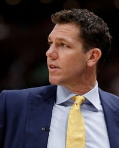 A female reporter Kelli Tennant sues The Sacramento Kings coach head Luke Walton of sexual battery!