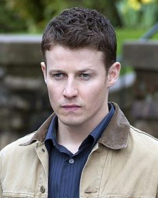 How Will Estes prepared himself for the role of police officer Jamie Reagan in Blue Bloods?