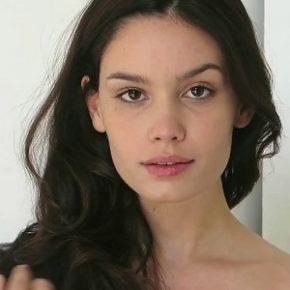 Anne De Paula