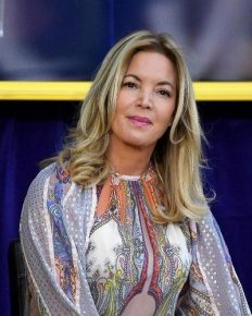 Jeanie Buss – owner of Los Angeles Lakers has dinner with former president of basketball operations, Magic Johnson!