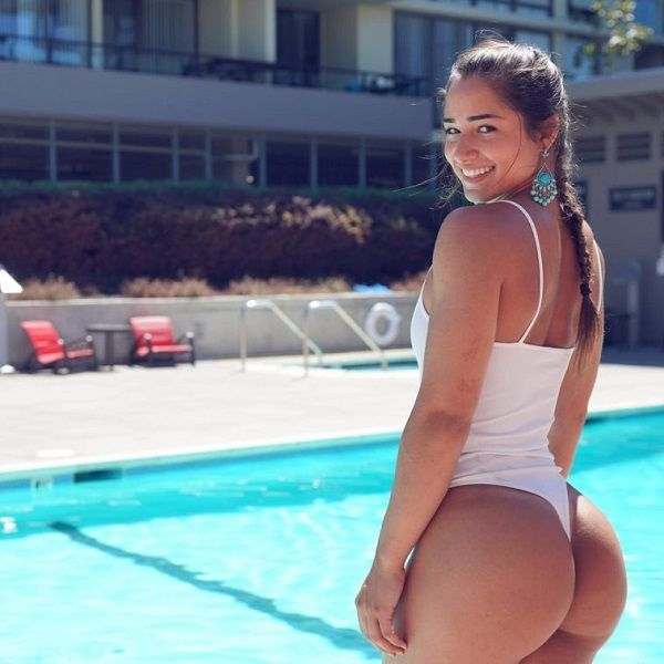 Bru Luccas posing in the side of Swimming pool