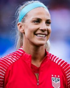 The American soccer player Julie Ertz brings USWNT's World Cup trophy home ahead of New York parade. Know about her married life