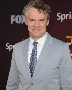 Tate Donovan reveals his experience working with ex girlfriend and FRIENDS co-star, Jennifer Aniston!