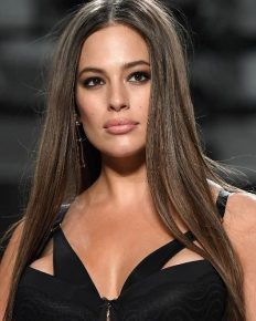 The American plus-sized model Ashley Graham posted a nude photo on Instagram! Know about her pregnancy and marriage