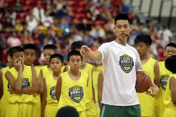 Jeremy Lin talks to young Taiwanese players during a basketball clinic in Taipei