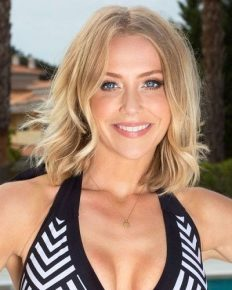 TV presenter Laura Hamilton flaunts her body in a bikini while on family holiday! Who is she married to?