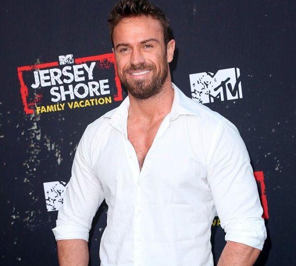 Reality TV star Chad Johnson slammed cast members of Bachelor franchise