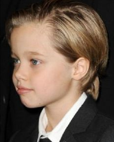 Shiloh Jolie-Pitt, daughter of Angelina Jolie and Brad Pitt on an outing with mother Angelina and sister Zahara!