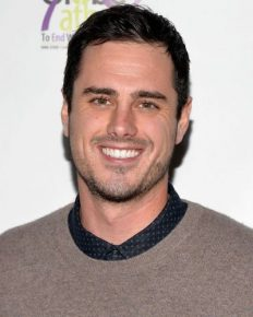 Ben Higgins and girlfriend Jessica Clarke 'Moving and Grooving' to engagement!!