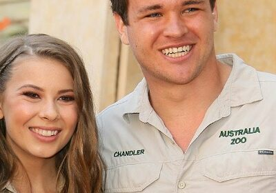 The adorable love story of Bindi Irwin, daughter of Steve Irwin and Chandler Powell!