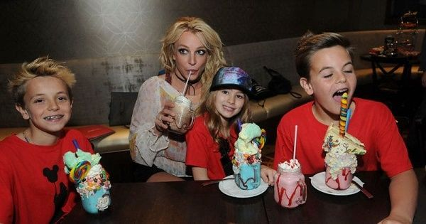 Britney Spears with her kids