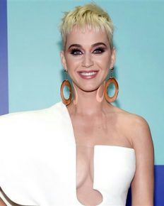 Singer Katy Perry praises apple cider vinegar and talks her wellness secrets!
