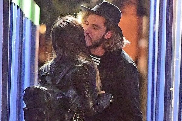 Katya Jones kissing Seann Walsh