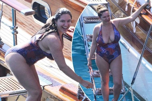 Kelly Brook flaunting her curves in sexy bathing suit