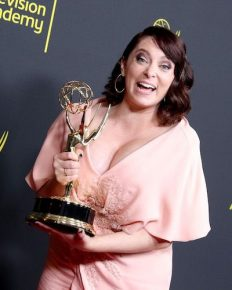 "Rachel Bloom, ""Crazy Ex-Girlfriend"" announces pregnancy after winning an Emmy!!"