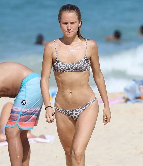 Sailor Brinkley cook in bikini on the beach Sydney Australia