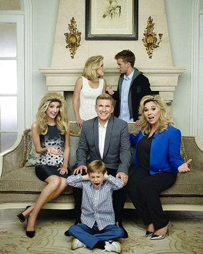 is lindsie chrisley still dating the real estate guy