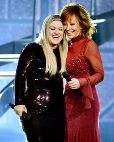 Reba McEntire and former Daughter-in-law Kelly Clarkson relationship update!! Reba glad her ex-step son married Kelly!