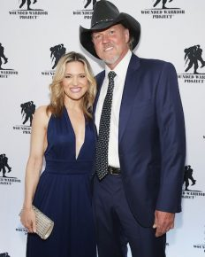 "Trace Adkins and Victoria Pratt exchange their ""I dos"" in New Orleans ceremony with Blake Shelton officiating!!"