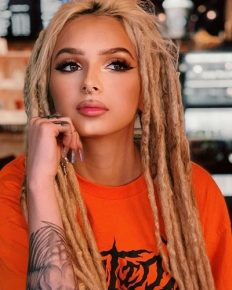 Rose to fame from The Four: Battle for Stardom as one of the four finalists – Zhavia Ward (American singer and songwriter) had influence from her parents, as she grew in a musical family