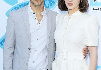 Zooey Deschanel's husband Jacob Pechenik files for the divorce! Zooey moves on with Jonathan Scott!