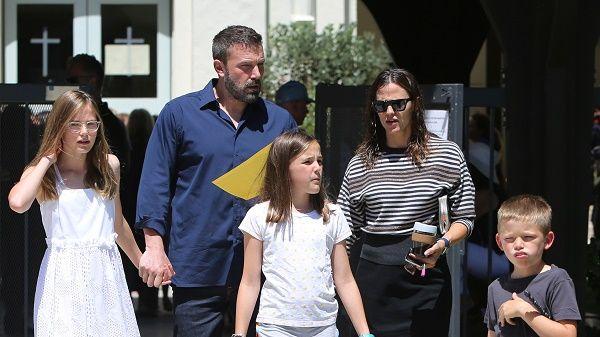 Ben Affleck and Jennifer Garner with kids