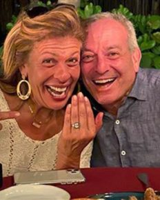 Hoda Kotb Engaged her Boyfriend from six-years, Joel Schiffman; Broke the news during the show