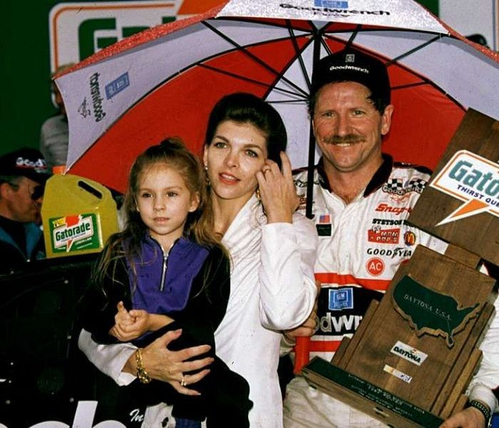 Teresa Earnhardt Bio Affair Widow Net Worth Ethnicity Age Nationality Businesswoman She is the biological mother of taylor nicole earnhardt (born december 20, 1988) and she is the stepmother of kerry earnhardt, kelley earnhardt miller and dale earnhardt jr. teresa earnhardt bio affair widow