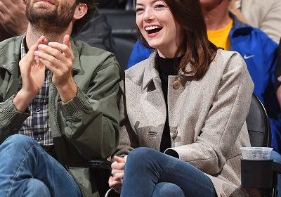 'La La Land' Star Emma Stone Engaged To Her Boyfriend Dave McCary; Shared Adorable Snap On The Instagram. What is the cost of her diamond ring?